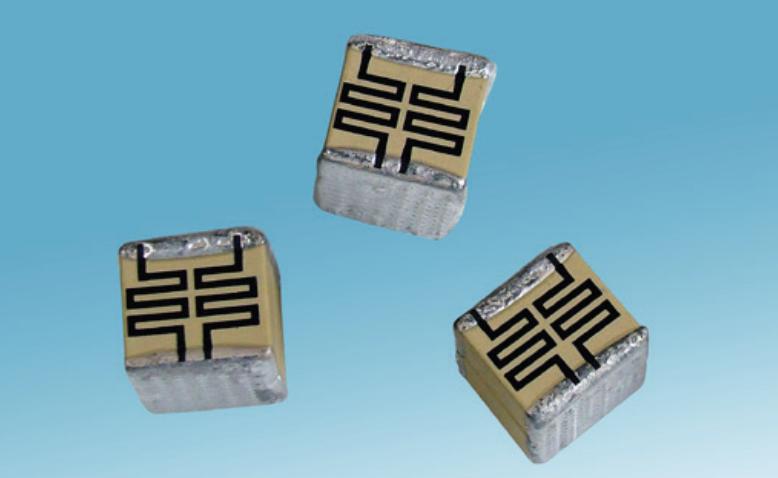 detonator and pulse energy capacitors